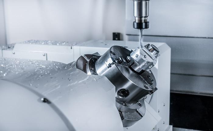 CNC-Fräsmaschine während des Betriebs