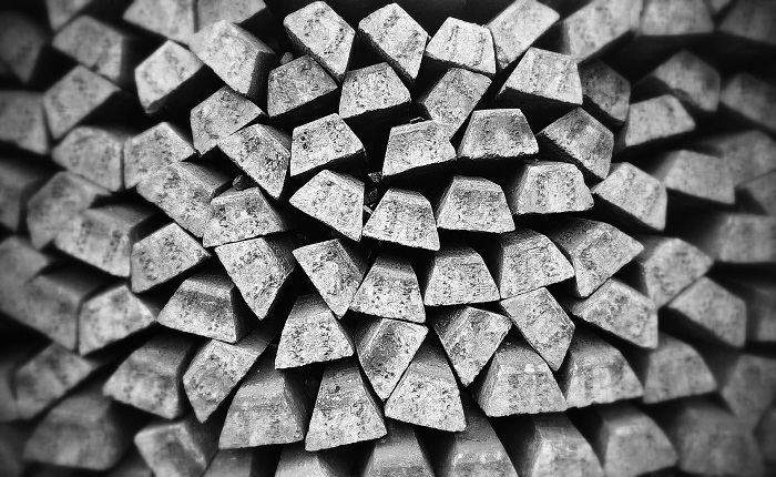 Materialsammlung bestehend aus Metallblöcken